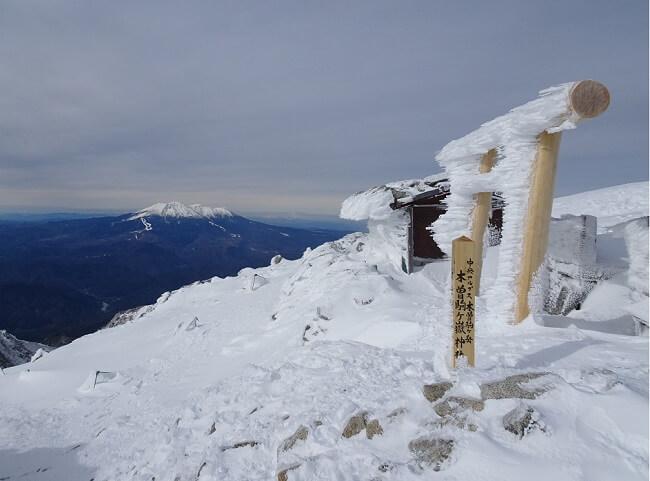 木曽駒ケ岳から見える御嶽山