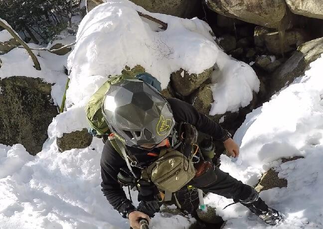 冬の御在所岳一ノ谷本谷を登る