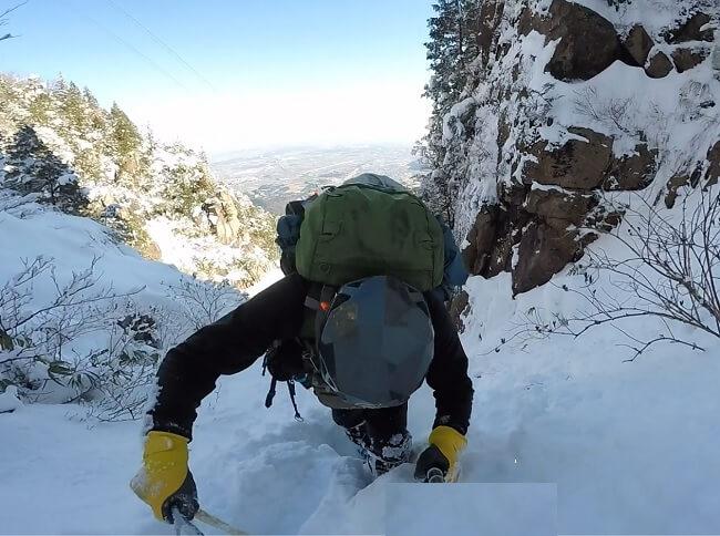 雪の一ノ谷本谷を登る