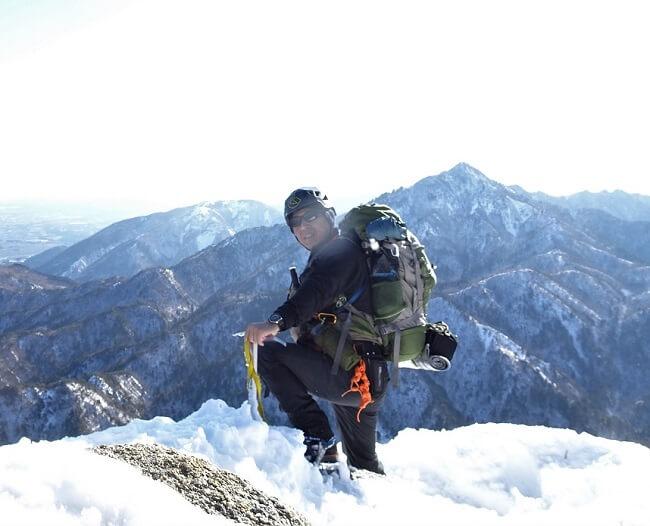 御在所岳 大黒岩で記念撮影するfiyder