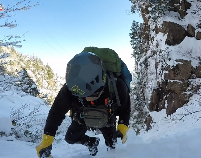 御在所岳 雪の本谷 大黒岩を登る