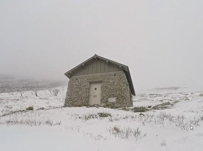 伊吹山 避難小屋