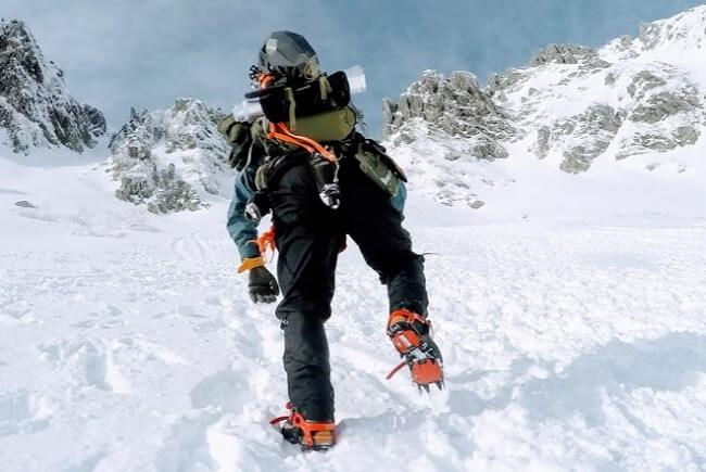 12本爪アイゼン 雪山