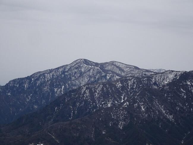 竜ヶ岳 遠足尾根から見える釈迦ヶ岳