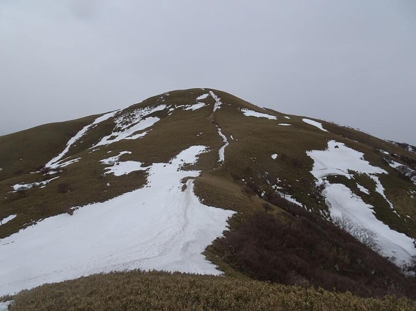 遠足尾根で竜ヶ岳山頂へ