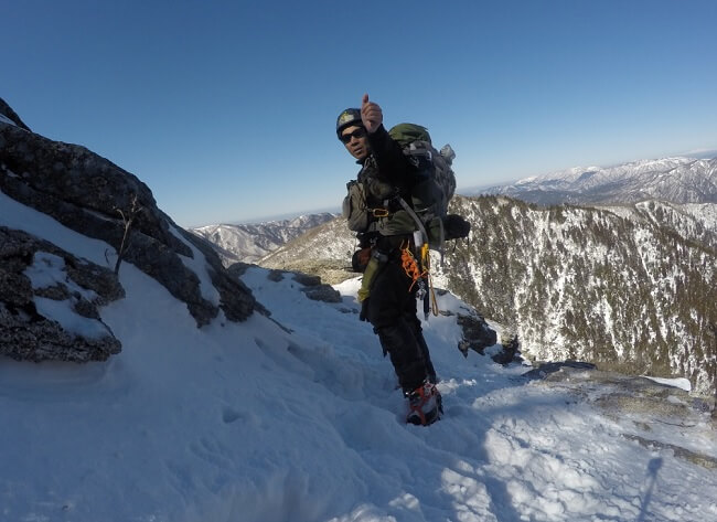 御在所岳第三ルンゼを登り切る