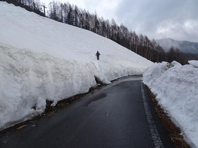 乗鞍岳4月のスキー場ゲレンデ