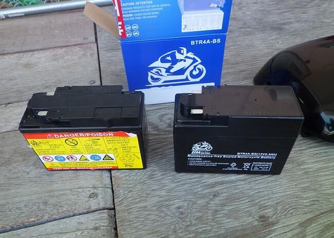 CL400 新品のバッテリーを取り付ける