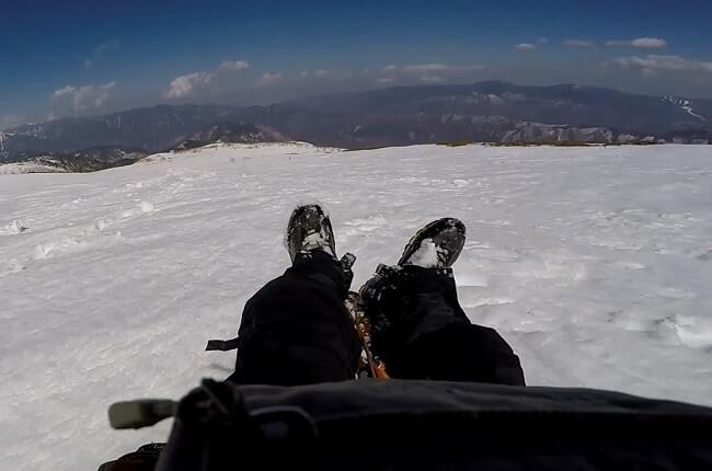雪板で滑降