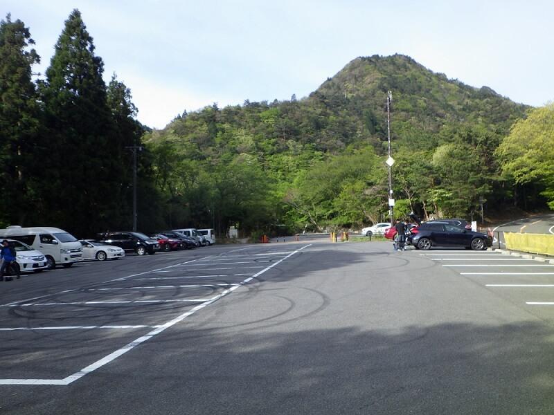 御在所岳中道 駐車場