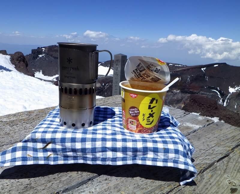 富士山剣ヶ峰で昼食