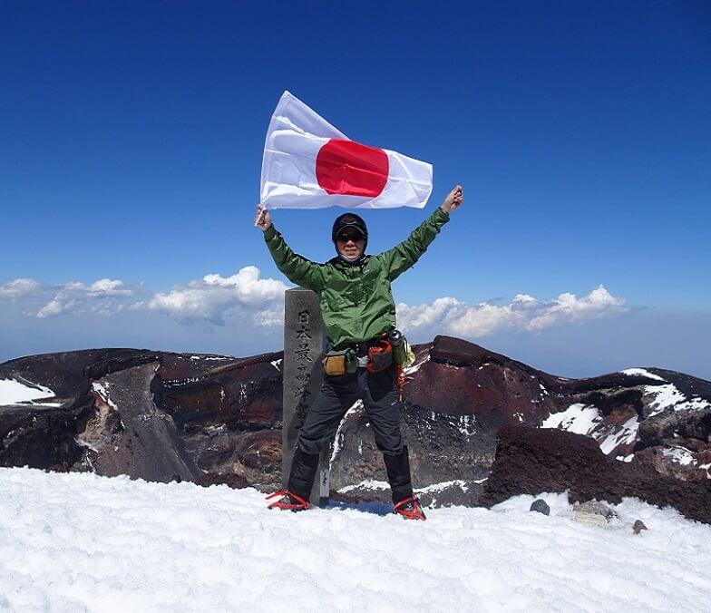 富士山剣ヶ峰で日の丸
