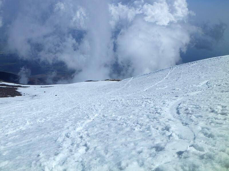 残雪着の富士宮ルートの下山時の景色 その1