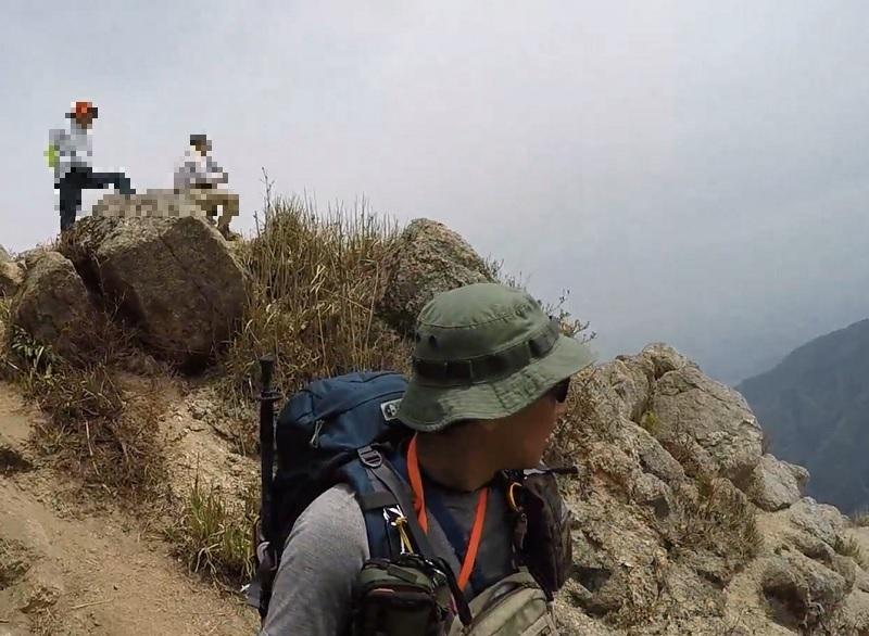 鎌ヶ岳頂上から下山