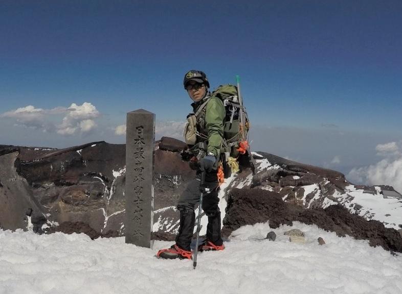 富士登山 残雪期の装備と服装