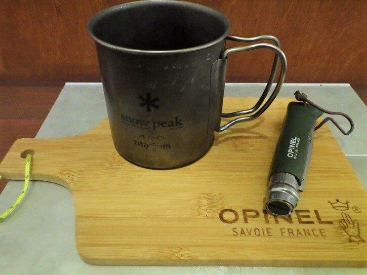 ビーパル10月号付録オピネルのカッティングボード×スノーピークマグカップ