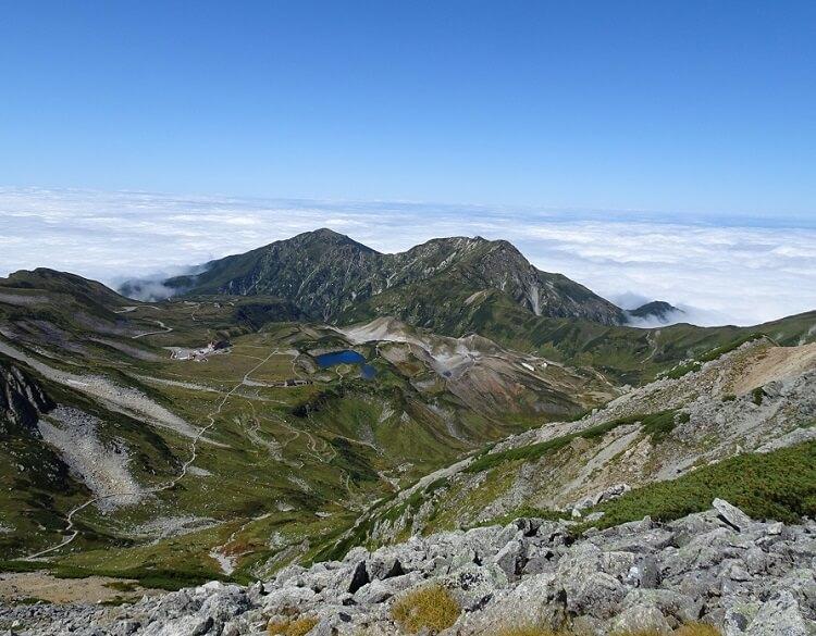 立山 雄山から室堂側の眺望。ミクリガ池、大日岳