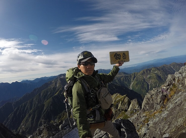 剱岳頂上で記念撮影 flyder