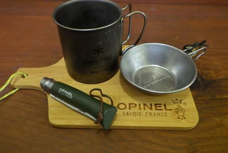 オピネルのカッティングボード×ミニシェラカップ