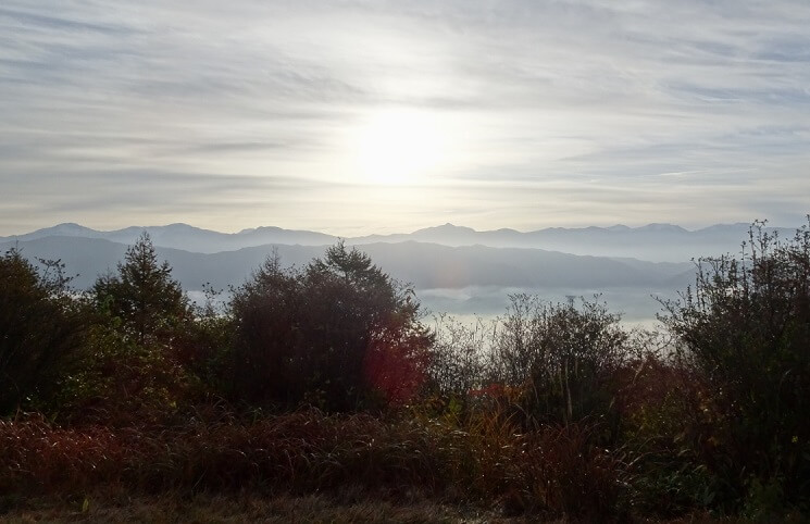 陣馬形山頂上から見る南アルプス