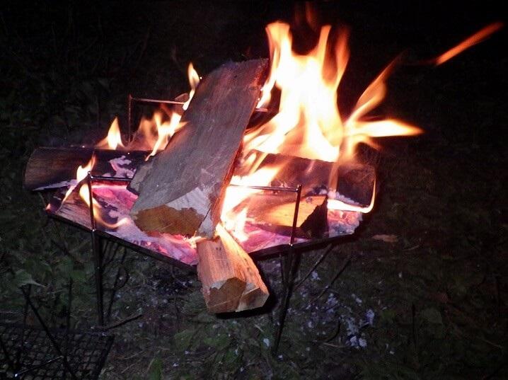 ピコグリル398で焚き火