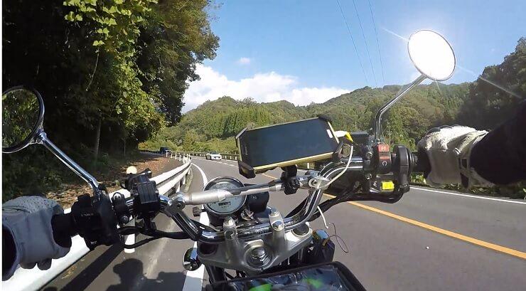 国道153号矢作川沿いを足助に向けてバイクを走らせる