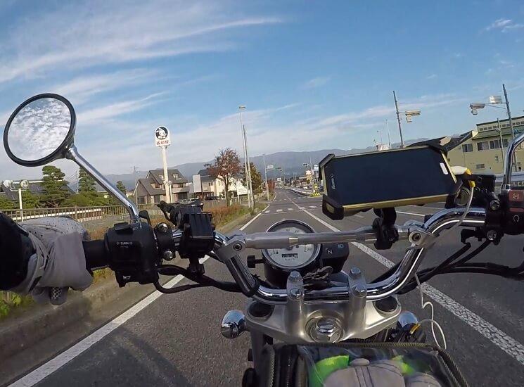 国道153号アップルロードを陣馬形山に向けて走る