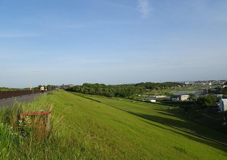 愛知池堤防(土手)の上からの眺め