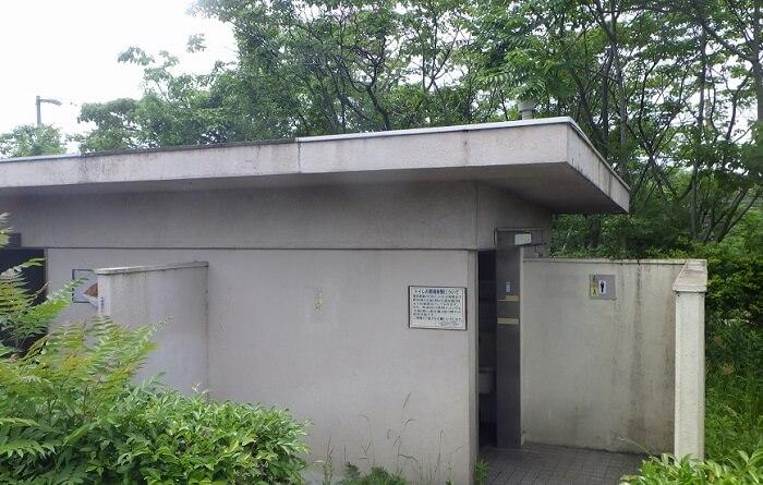 愛知池駐車場トイレ
