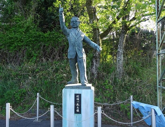 愛知池漕艇場 鎧塚一氏の銅像