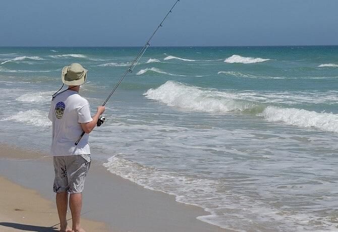 夏のサーフの釣りではウェーダー不要
