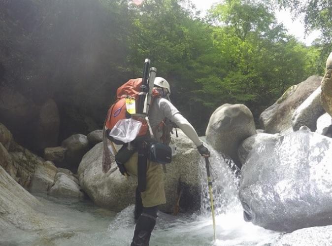 モンベルの渓流ゲーターを使用して渓流釣り