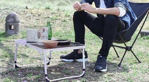 クイックキャンプ 焚き火テーブルの使用イメージ
