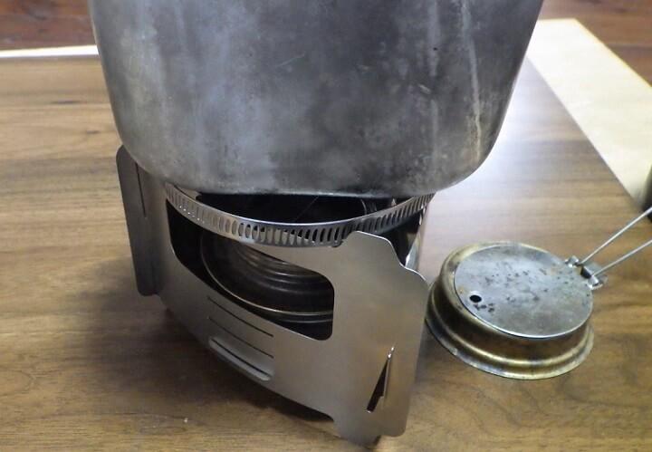 ブッシュボックス ウルトラライトにキャンティーンカップを載せる