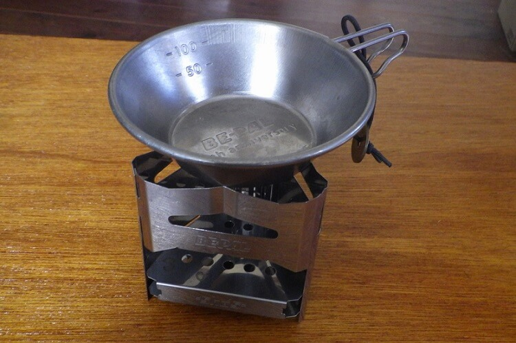 ビーパルのミニ焚き火台とミニシェラカップ